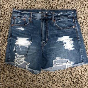 American Eagle 90s boyfriend shorts